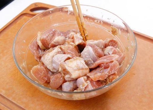 ướp thịt vịt để nấu chao