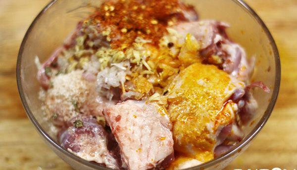 thịt vịt ướp gia vị để nấu cà ri vịt