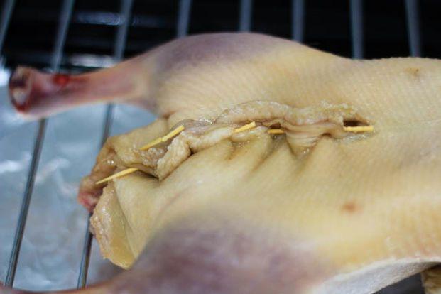 chế biến món vịt quay lá móc mật