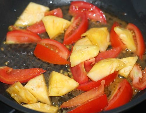 xào cà chua và thơm