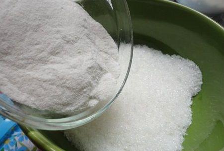 trộn bột rau câu với đường