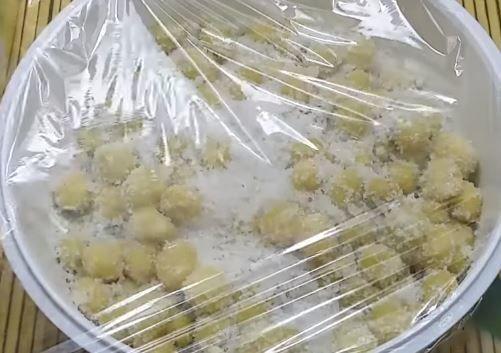 ướp chùm ruột với đường