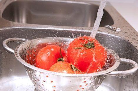 rửa cà chua
