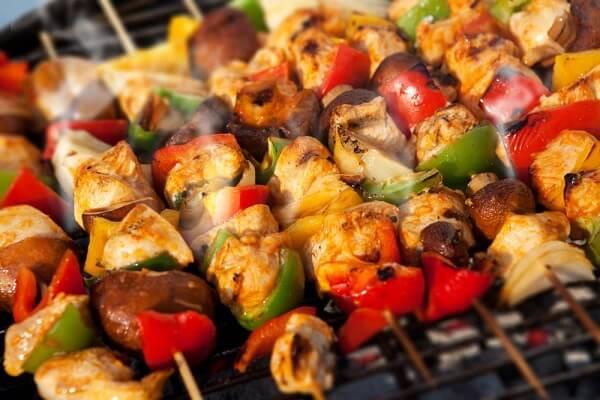 thịt xiên gà nướng rau củ
