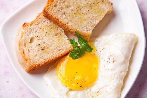 Trứng ốp la bánh mì