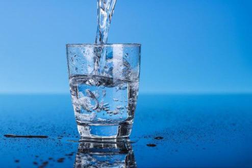 Uống nhiều nước có tốt không