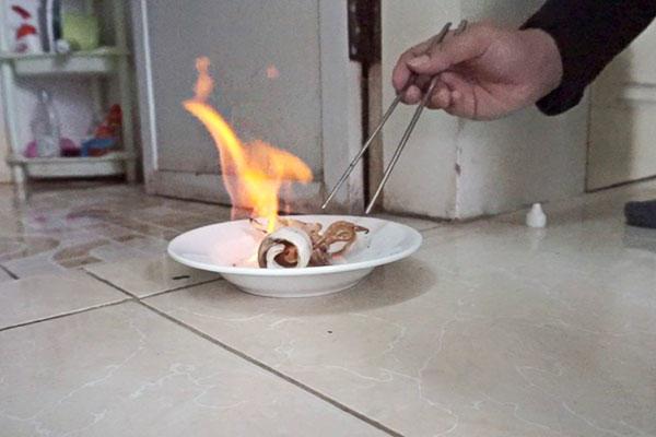 Cách nướng mực bằng cồn