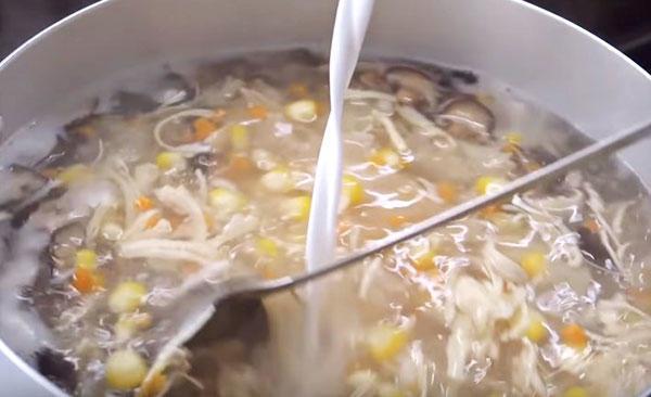nấu súp cua