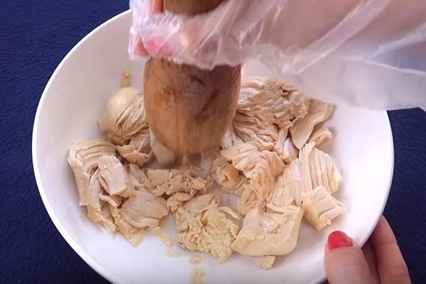 giã thịt gà