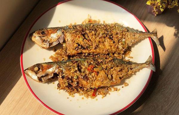 món cá bạc má chiên sả ớt