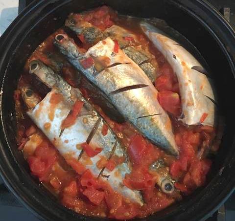 kho cá bạc má với cà chua