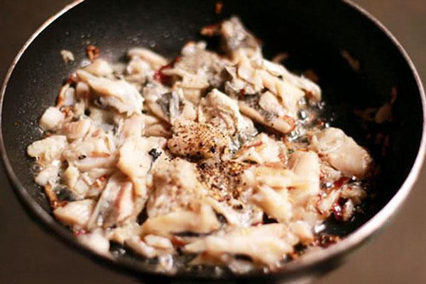 xào thịt cá rô đồng