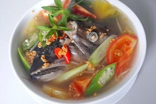 món canh chua đầu cá hồi