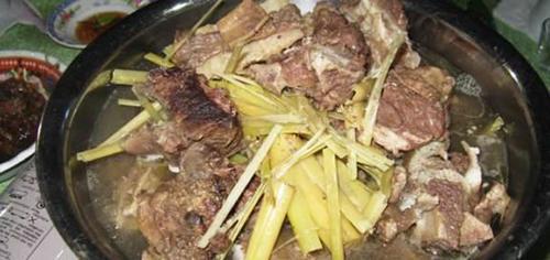 thịt trâu hầm sả