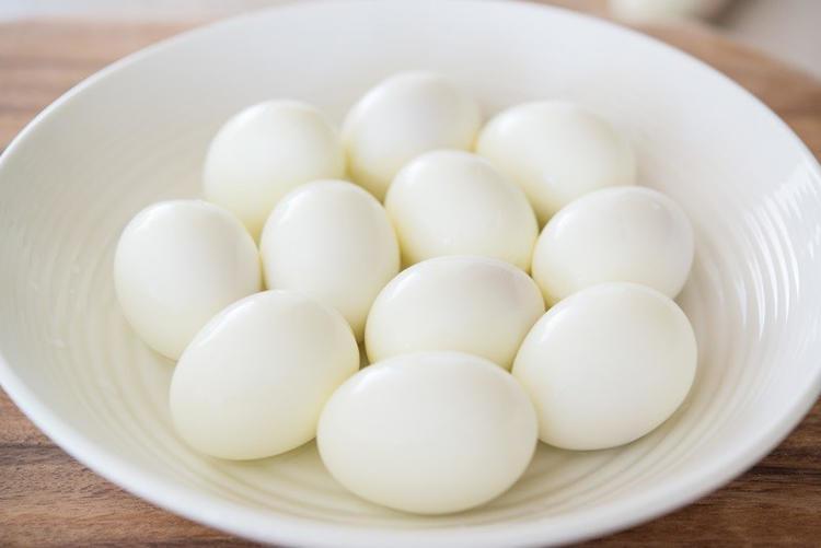 trứng bóc vỏ
